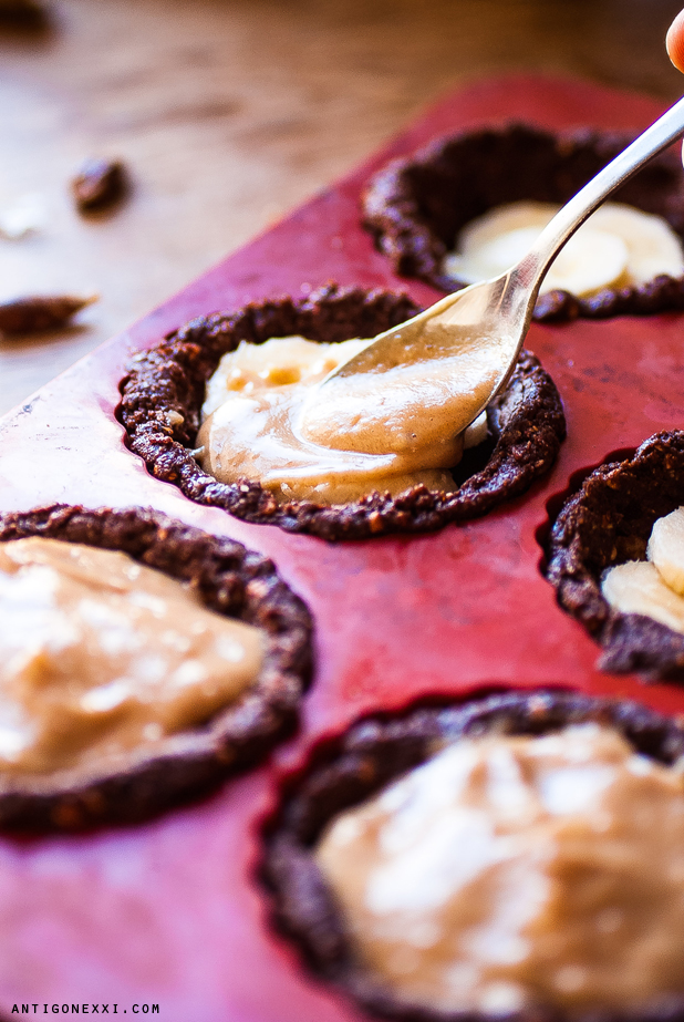 Raw Banoffee (mini) Pies - Antigone XXI
