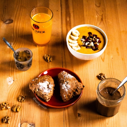 Scones & smoothie in a bowl